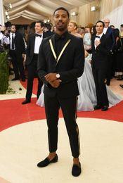 Smoking da uomo nero slim fit smoking smoking notch bavero smoking vestito da uomo più popolare vestito da business / vestito darty (giacca + pantaloni + cravatta) 462