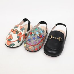 Kids floral shoes online shopping - Kids designer shoes fall new boys and girls slippers three colors can choose fashion leisure section sandals and slippers