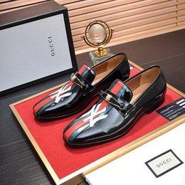$enCountryForm.capitalKeyWord NZ - 19ss 2019New style Luxury Soft Leather men women leisure dress shoe part doug shoes Metal Buckle Slip-on Famous brand man lazy falts Loafers