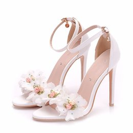 $enCountryForm.capitalKeyWord Australia - Ankle Straps Summer Sandals with Flower White Color Fashion Bride Wedding Dress Shoes Stiletto Heel Gladiator Sandal Shoes