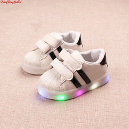 $enCountryForm.capitalKeyWord Australia - Led luminous Shoes For Boys Girls Fashion Light Up Casual Kids New Simulation Sole Glowing Children Sneakers