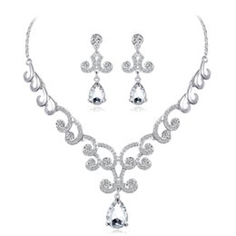 Rhinestones Jewelry Sets UK - hair accessories for women European and American new bride necklace set wedding jewelry set diamond earrings necklace two-piece set Danby