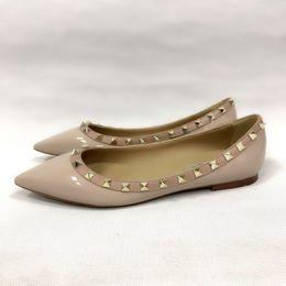 туфли из лакированной кожи с заклепками Дизайнерская обувь Женские заостренные носки на высоких каблуках с шипами и ремешками из босоножек на высоком каблуке Босоножки с ремешком на Распродаже