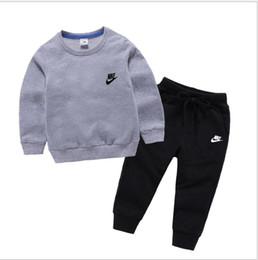 2pcs insiemi cotone abbigliamento classico del progettista della ragazza del ragazzo a maniche lunghe con cappuccio Pantaloni vestito di sport per bambini Kids Fashion in Offerta