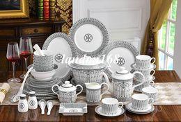 Ceramica da tavola in porcellana ciotola Piatto Piatto fondo porcellana di osso kit di stoviglie occidentali linea di caffè nero set da regalo in Offerta