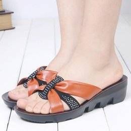 Comfortable Soft Women Shoes Australia - 2019 Summer Shoes new mother slippers Soft bottom comfortable elderly slippers flat women slippers Grandma shoes