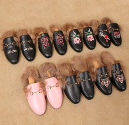 designer mules shoes Canada - Ladies luxury fur mule slippers leather flat Suede shoes Flower snake mule fashion outdoor slippers fall And Winter shoes receipt dust ba q4