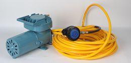 Venta al por mayor de DP70C Mini Bomba de buceo DC 12V Compresor de buceo eléctrico portátil con montaje, manguera y regulador