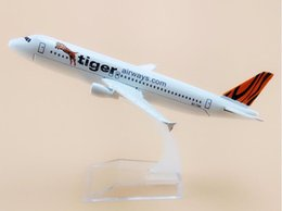 $enCountryForm.capitalKeyWord NZ - 16cm Alloy Metal Singapore Air Tiger Airlines Airbus 320 A320 Airways Airplane Model Plane Model W Stand Aircraft Gift