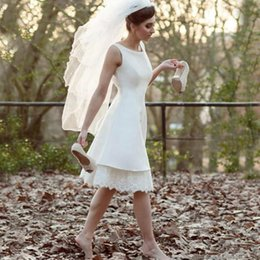 $enCountryForm.capitalKeyWord Australia - Summer A Line Wedding Dresses Lace Satin Knee Length Short Bride Dress V Backless Wedding Party Gowns