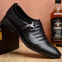Massage Hot Man Australia - 2019 Business Man Leather England Fashion Hot Selling Dress Leather Shoes Casual Shoes Men Men