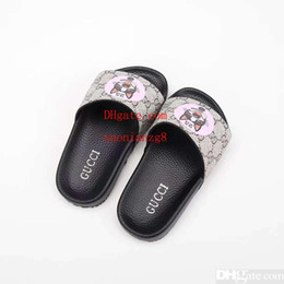 China Child girl house slipper for baby boy girl leather shoes sandals kid summer beach slipper sandals for baby dress Eu 26-35 cheap slipper sandals for girls suppliers