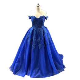 China Royal Blue Lace Prom Dress Ball Gown Evening Formal Gowns Applique Beaded Off shoulders Designer Tulle Corset Back Quinceanera Party Dress cheap prom dresses short corset straps suppliers