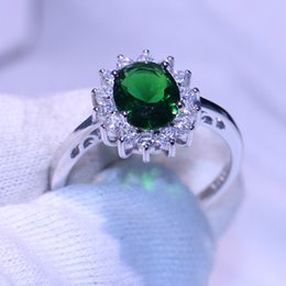 Emerald Gemstones Rings Australia - Sparkling Fashion Jewelry Cute Princess Ring Pure 100% 925 Sterling Silver Emerald CZ Diamond Gemstones Girl's Women Wedding Band Ring Gift