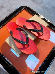 high end black boxes UK - New high-end boutique mens slippers, Imported fabric with nail decoration light rubber flat toe flip flops With original box 38-45