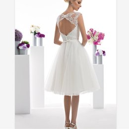 $enCountryForm.capitalKeyWord Australia - Elegant White Lace Beach Wedding Dresses Custom Sheer Neck Below Knee Length Bridal Dress Tulle Skirt Backless Country Wedding Gowns