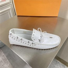 flat foot shoes Canada - The latest summer mens casual Studded Nail beads leather shoes, anti-slip wear flat loafers, foot driving shoes With original packaging