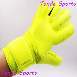 winter football gloves Canada - Professional Men Football Goalkeeper Gloves Adult Soccer Goalie Gloves