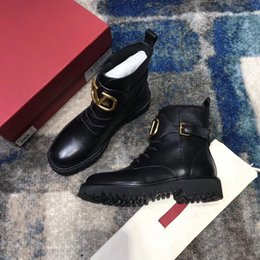 2019 Mulheres Designer Luxo Martin Bota 100% couro genuíno grosseiro antiderrapantes sapatos de inverno Estrela Trail Sapatinho da forma das mulheres sj19092603 em Promoção