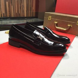 $enCountryForm.capitalKeyWord NZ - 19ss Mens Hot Sale Oxford Shoes For Men Casual Form Men Dress Shoes Autumn Breathable Oxfords Shoes Slip on Black Brown Size 38-44