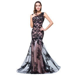 d2f7b654541b5f2 Высококачественное вечернее платье черного цвета без рукавов с вырезом из  кружева и аппликацией из тюля.