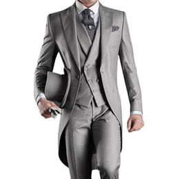 prom stil weste großhandel-Grau Hochzeit Smoking Bräutigam Anzüge Maßgeschneiderte Groomsmen Best Man Peak Revers Prom Party Jacke Pants Weste Morgen Stil Plus Größe