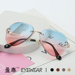 Toptan satış 2019 Yeni Kırpma Güneş Gözlüğü Çerçevesiz Degrade Deniz Retro Yuvarlak Metal Çok Gözlük Erkekler ve Kadınlar