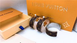 Wholesale Paris Designer Millionaire Woman V Opening Hard Bracelet stainless steel bangle for women jewelry Louis Nightclub Fashion accessories