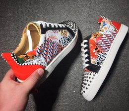Großhandel 2019 Markendesigner Luxus Herren Red Bottoms Schuhe Studded Spikes Low Flats Casual Turnschuhe für Männer Hochzeit Kleid Leder