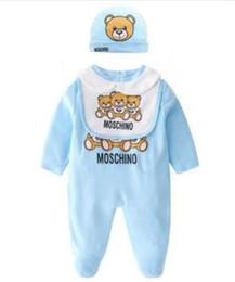 8438706b5 Nueva moda para niños ropa para bebés conjunto recién nacido infantil bebés  niños carta mameluco bebé baberos gorra trajes conjunto