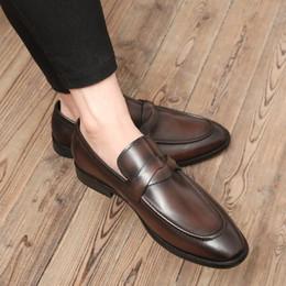 Vente en gros Hommes Chaussures En Cuir Véritable Chaussures En Cuir Slip-On Pointus Toes Respirant Mocassins En Cuir De Vache Célébrités Britanniques Hommes Prom Party Chaussures De Mariage