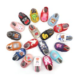 AnimAls beAr online shopping - Cartoon Baby Moccasins Genuine Leather Anti slip Soft Sole Bear Rabbit Cherry Shoes Infant First Walkers Baby Shoes Styles M869