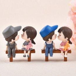 1 set Sweety Lovers Coppia Sedia Figurine Miniature Fairy Garden Gnome Moss Regalo di san Valentino Resina Artigianato Decorazione Della Casa