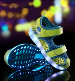 $enCountryForm.capitalKeyWord NZ - Kids Glowing Beach Sandals USB Rechargeable Shoes Boys and Girls Summer Fashion Sandals Comfortable Outside Shoes