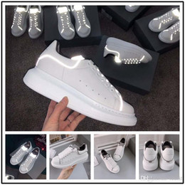 Hand Painted Girls Shoes Australia - Hot Designer Luxury 3M reflective white black leather casual shoes for girl women men pink gold red fashion comfortable flat sneakers