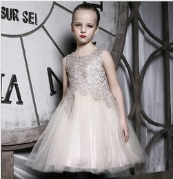 $enCountryForm.capitalKeyWord Australia - Bling Beaded Rhinestone Jewel Neck Gold Lace Little Girls Pageant Gowns Buttons Back Long Tulle Flower Girls Dresses for Weddings