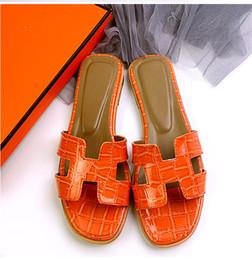 Marcas de Couro Genuíno De Luxo sandálias Mulheres jacaré cortado sandálias de praia do verão Moda feminina férias chinelos de chinelo em Promoção