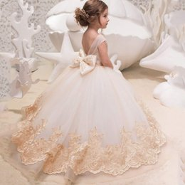 Discount little girl princess christmas dresses - 2019 Princess Backless Lace Ball Gown Flower Girls Dresses Champagne Applique Kids Pageant Gowns Little Girl Birthday Pa