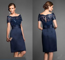 $enCountryForm.capitalKeyWord Australia - Cheap Navy Blue Mother Of The Bride Dresses Bateau Lace Wedding Party Gowns Short Sleeve Women Evening Dress Sequin Knee Length Prom Gowns