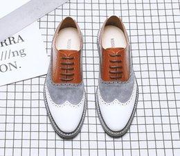 Vente en gros Hommes printemps mode mixte couleurs grande taille 38-47 en cuir chaussures tenue décontractée pour hommes lace up chaussures de mariage pour les jeunes hommes chaussures dha6