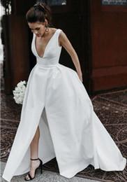 Fotos reais das mulheres sexy a linha de decote em v profundo longo branco de cetim da dama de honra vestidos com fenda até o chão vestidos de festa de casamento sem mangas venda por atacado