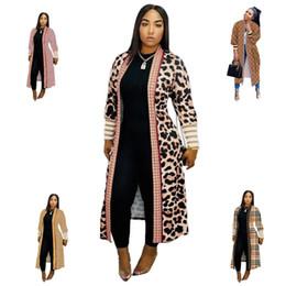 Winter-Frauen Strickjacke Cape langer Graben-Mantel-Leopard-Druck Duster geometrisches Muster Lange Rippe Ärmel Jacke Fashoin Designerkleidung für S-2XL im Angebot