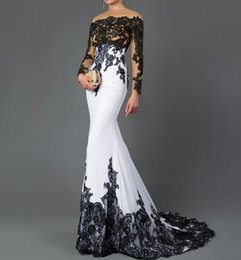 58a1f6e76 2019 Sex Bateau manga larga sirena vestidos de noche apliques de encaje  negro barrer tren vestido formal para mujeres