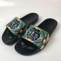 6f26f4621829 Men women luxury designer Beach Slide Sandals Medusa Scuffs 2018 Slippers  black Red Beach Fashion slip-on designer Men size sandal