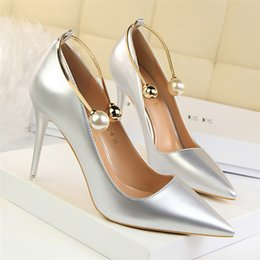 $enCountryForm.capitalKeyWord Australia - Hot Sale- metal decoration pearl shoes woman pumps women mary jane shoes italian brand bigtree shoes extreme red high heels black white