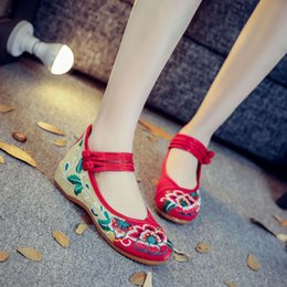 chinese shoe sizes NZ - Handmade Spring Woman Old Peking Cloth Shoes Chinese Flower Embroidery Casual Dancing Flats for Women Zapatos Mujer Plus Size 43