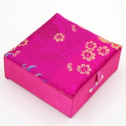 $enCountryForm.capitalKeyWord NZ - Chinese classic Square Silk Wood Bracelet Jewerly Boxes Gift Storage Boxes C19010501