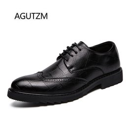 $enCountryForm.capitalKeyWord NZ - AGUTZM 18112 New Arrival Fashion Bullock Carved Plaid Pattern Lace Up Square Heel Rubber Sole Leather Casual Men's Oxfords Shoes
