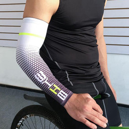 Wholesale boy arms online – design Cool Men Cycling Sport Running Bicycle Sleeve UV Sun Protection Cuff Cover Arm Sleeve Bike Sport Arm Warmers Sleeves LJJZ567