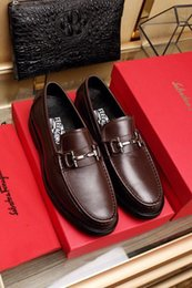 $enCountryForm.capitalKeyWord Australia - 2022 Classic Outsole Pure Black With Metal Buckle Brown Men Dress Moccasins Loafers Lace Ups Boots Drivers Sneakers Shoes